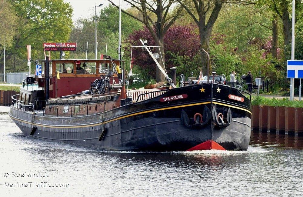 Afbeelding istorisch binnenvaartschip